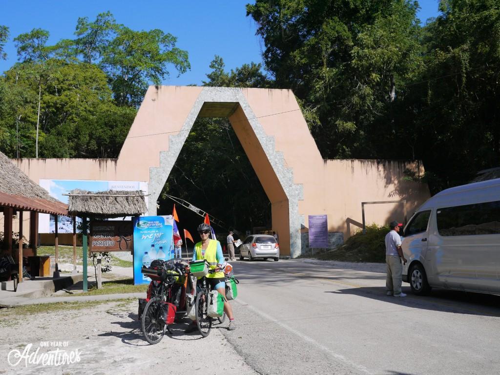 A l'entrée du parc de Tikal