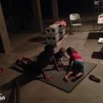 Séance de yoga pour Dave, Liv et Tess