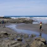 Pendant que papa et maman font les 12 travaux d'hercule, Liv et Tess profitent de la plage !