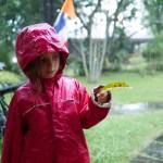 Liv teste sa veste sous le déluge